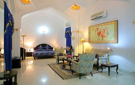 Bedroom of Sheesh Mahal hotel